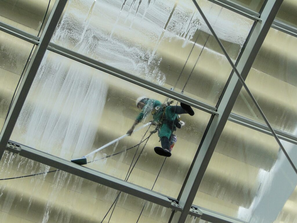 Some Amazing Benefits of Commercial Pressure Washing Your Business